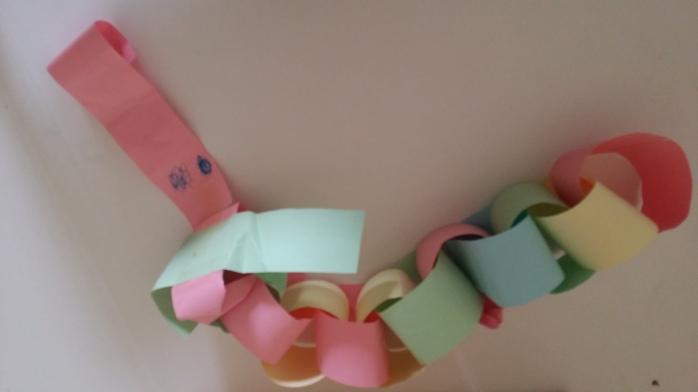paper-chain-decoration