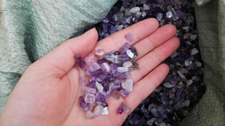 Amethyst stones chips